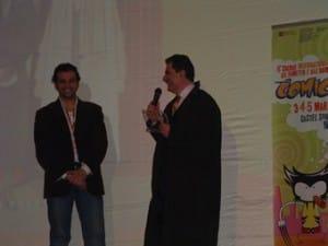 Igort che si intrattiene sul palco, dopo aver ricevuto il premio Micheluzzi.