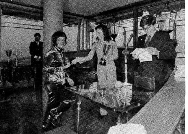 Foto di Maria Grazia Perini alle tre giornate del Fumetto di Genova nel 1972,