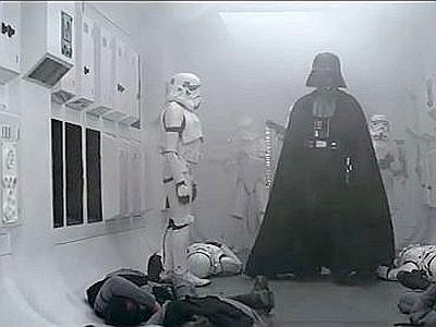 Un frame dl primo film Guerre Stellari (1977), in cui appariva in tutta la sua magnificenza Darth Vader.