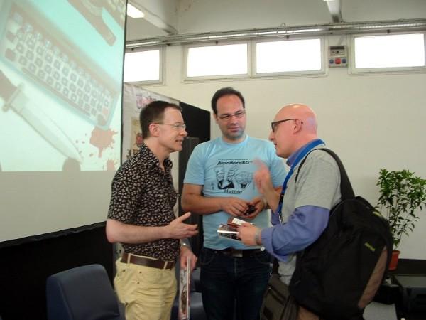 comicon 2012: il sottoscritto dialoga con  l'inglese Paul Gravett, critico, giornalista, studioso di fumetti e con Nelson Dona, co-fondatore di un interessante festival di fumetti in Portogallo.