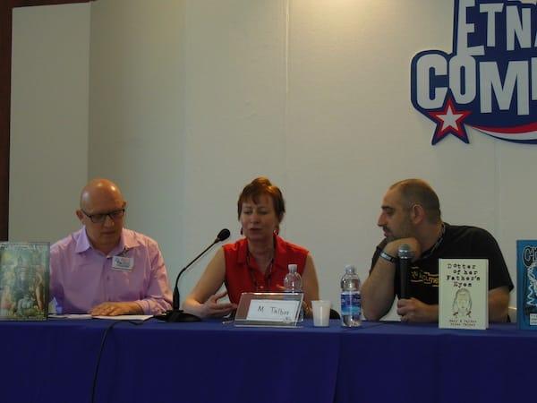 Foto di Mary M. talbot, al centro, durante l'incontro del 9 giugno 2013 ad EtnaComics.