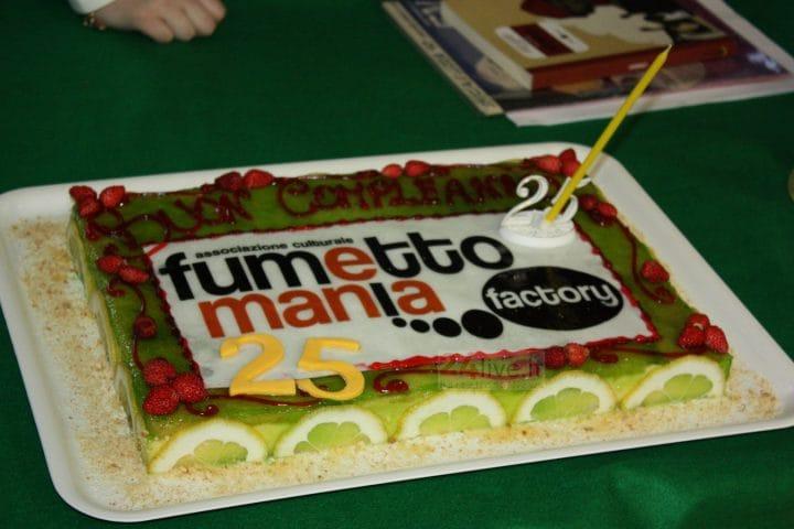 torta dei 25 anni di fumettomania_foto24live