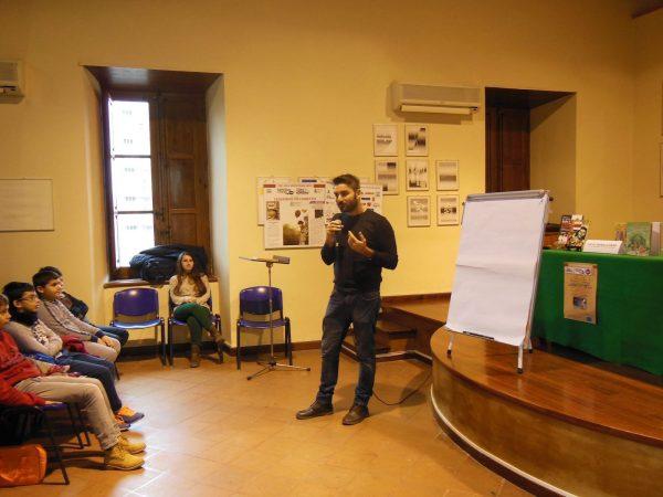 """Foto 1 della presentazione del libro """"L'immigrazione spiegata ai bambini a Barcellona P.G."""