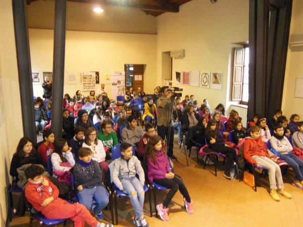 """Foto 2 della presentazione del libro """"L'immigrazione spiegata ai bambini a Barcellona P.G."""