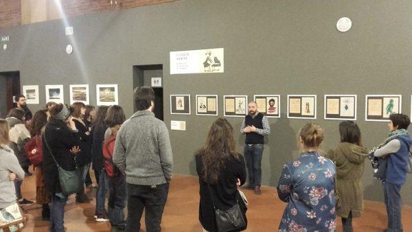 Foto 3 -  A. Sanna racconta i suoi lavori ai visitatori