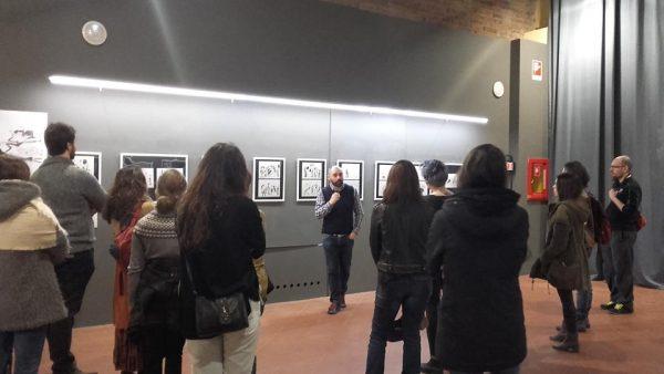 Foto 1 -  A. Sanna racconta i suoi lavori ai visitatori