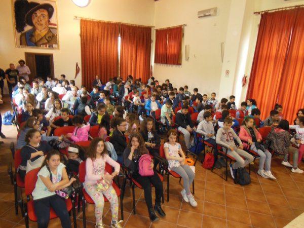 """Vista della Sala Auditorium  """"Maggiore La Rosa"""" durante uno degli incontri di lelio Bonaccorso con gli studenti."""