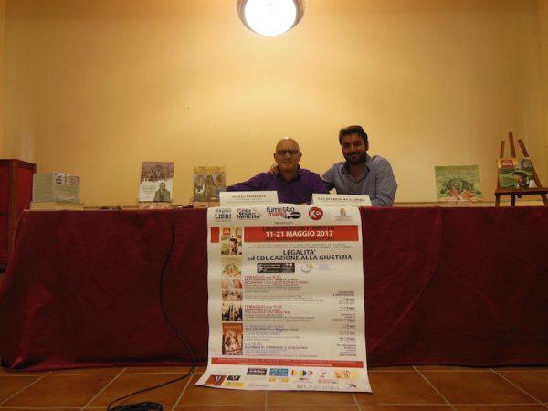 Foto con Lelio durante uno degli incontri con gli studenti
