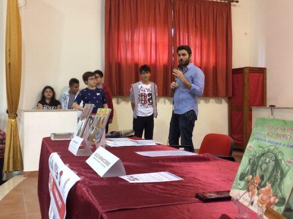 Un momento dell'incontro con Lelio Bonaccorso, che risponde agli studenti