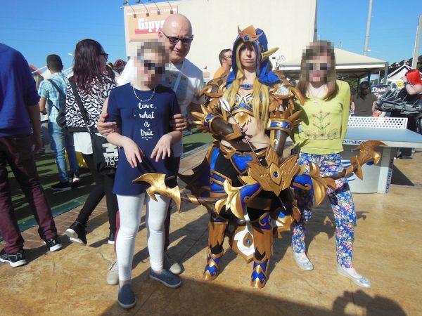 Foto di gruppo  con un cosplay bellissimo