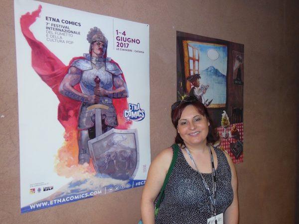 Angela vicino al poster di Etna comics 2017