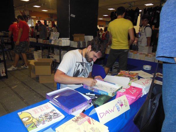 Disegnatore all'opera ad Etna Comics2017