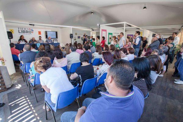 un pubblico attento al'incontro che si è tenuto alla Fiera del Libro 2017 al parco corolla con  Salvo Vitale, Lelio Bonaccorso e Faro Di Maggio