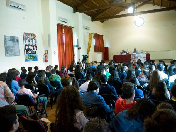 Ecco gli studenti che hanno incontrato l'autore di fumetti Paolo Castaldi