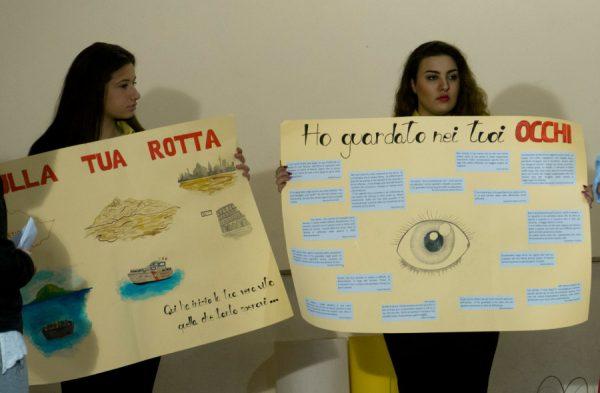 Due cartelloni molto belli realizzati dagli studenti che hanno letto il romanzo a fumetti Etenesh