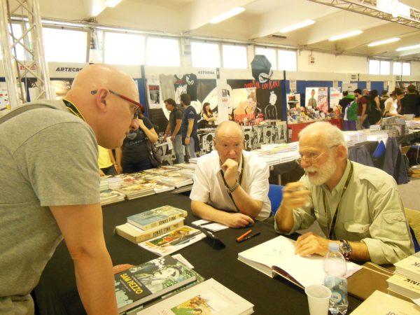 Il maestro VITTORIO GIARDINO scambio qualche chiacchiera con il sottoscritto mentre firma il volume di Jonas Fink