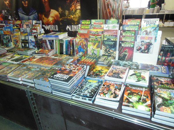 Lo stand RW-Lion sempre ricco di fumetti DC Comics.