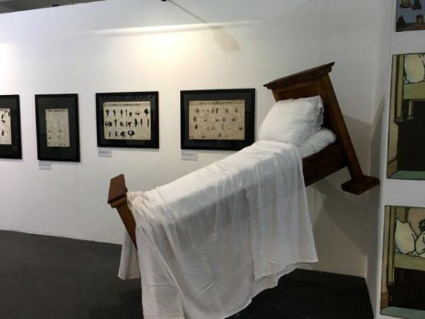 """foto 16 della mostra """"Winsor McCay, Il maestro di tutti"""": allestimento del letto volante di di Little Nemo"""