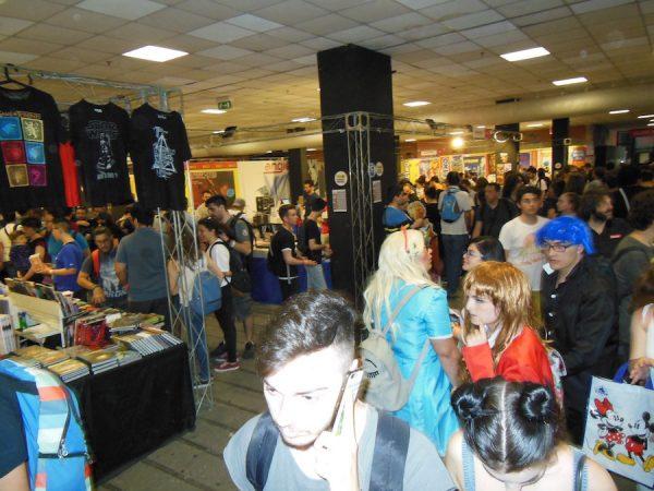 un-po-di-folla-nel-padiglione-degli-editori ad Etna Comics