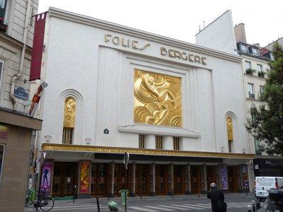 Le follie del Pastore: traduzione letterale di Folies Bergère, l'antico cabaret di Parigi, che prende il nome da Rue Bergére.