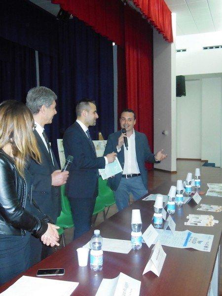 """incontro dello scrittore Nino Genovese con gli studenti che hanno il suo libro """"il Nonno è un pirata"""""""