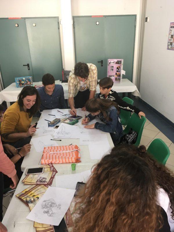 """A Gioiosa Marea, abbiamo partecipato all'incontro dello scrittore Nino Genovese con gli studenti che hanno il suo libro """"il Nonno è un pirata"""" (Vedasi foto sotto), mentre i disegnatori Roberta Marchetta e Giovanni Spadaro della Scuola del Fumetto/Grafimated di Palermo, hanno fatto disegnare i bambini per tutta la giornata."""