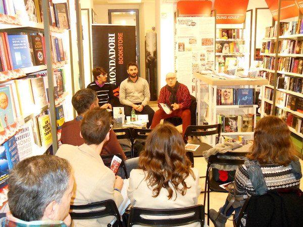 foto 1 incontro di presentazione di salvezza presso il Bookstore Mondadori a Barcellona P.G.