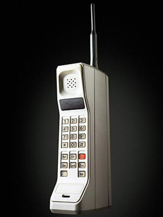 Uno dei primi telefnini degli anni 80, della Motorola.
