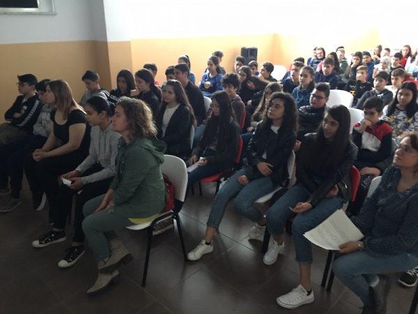 """Un momento dell'incontro via Skype per le 5 classi studenti dell'Ist. Comprensivo """"L. Capuana"""" con Lelio Bonaccorso"""