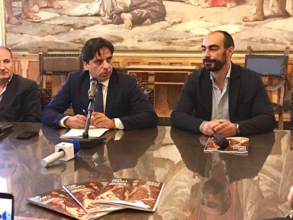 Un momento della conferenmza stampa di presentazione della nona edizione di Etna Comics 2019: il Sindaco di Catania ed Antonio Mannino