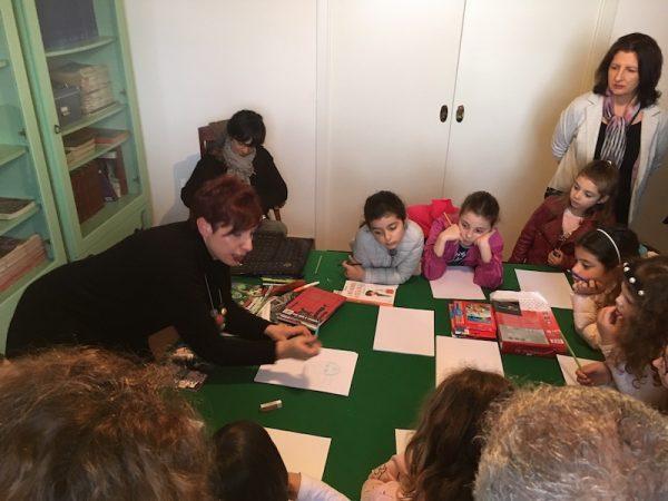 Foto del laboratorio di fumetto realizzato a gioiosa book festival, il 4 maggio, da Michela De Domenico