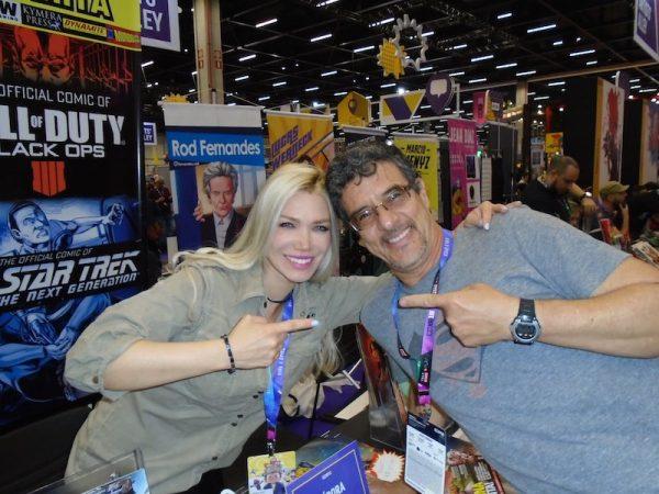 Debora Carità con Oclair Alberto Silvério, un disegnatore della Justice League (DC Comics)