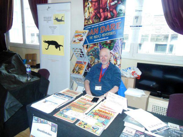 Livello 0 della Comics Clock Tower con l'altra area mercato del LICAF: La foto è John . Freeman, studio ed esperto di comics, e curatore del rapporti con la stampa del LICAF