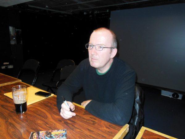 Garth ennis, durante una sessione di firme al LICAF 2019