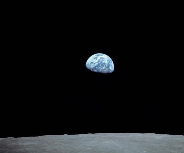 foto della terra dall'Apollo 8(1968). © degli aventi diritti