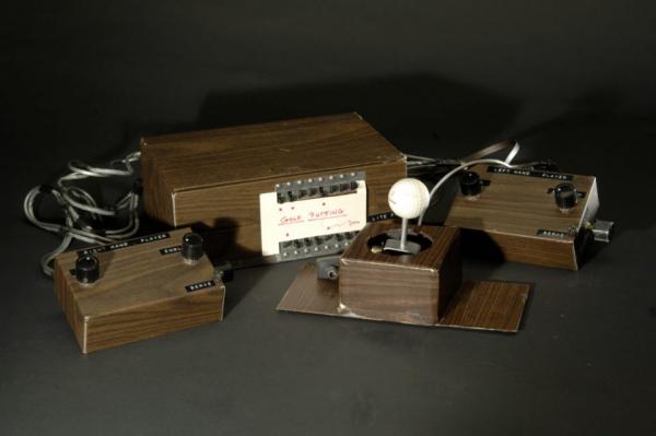 la console Brown Box,