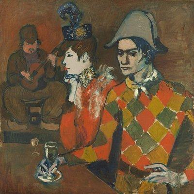 Sulla destra, nello sfondo, la coppia è ispirata all'autoritratto di Picasso Au Lapin Agile (1905), commissionato dal proprietario Frédérick Gérard, che è ritratto invece sullo sfondo.   Immagine 7 di 23