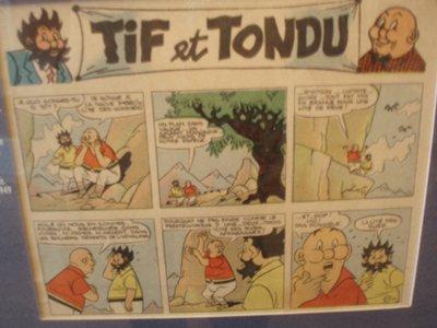 I due personaggi sulla sinistra sono i protagonisti del fumetto belga Tif e Tondu (artisti vari, 1938 -1997), una coppia di investigatori privati.
