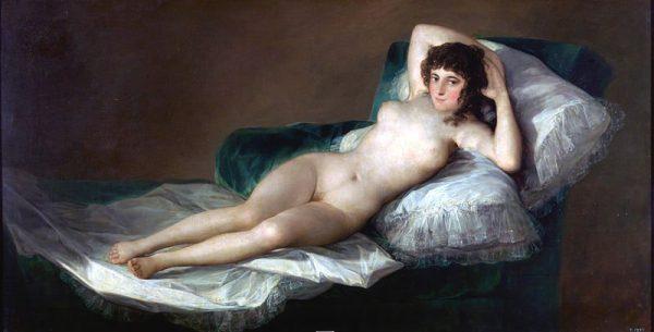 Il quadro sullo sfondo è adattato da La Maja desnuda di Francisco Goya (1746 -1828).