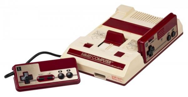 Il Nintendo Entertainment System, meglio noto come NES, che è ritenuta fondamentale nella storia videoludica.