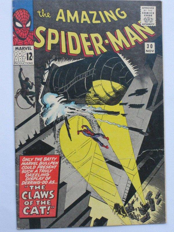 Copertina di Amazing Spider-Man #30, bellissima ma con Spidey visto troppo da lontano
