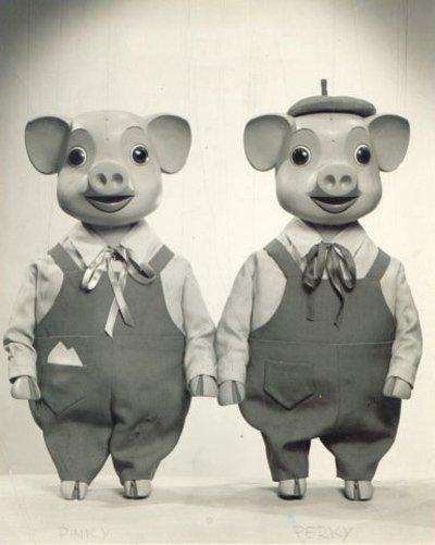 Pinky e Perky erano una coppia di pupazzi maiali che ebbero un loro show televisivo per bambini nei tardi anni Cinquanta e primi Sessanta. Cantando con voci accelerate (un poco come i Chipmunks), presentavano cover di canzoni della top 20. Credo siano stati rianimati intorno al 2010 in una versione basata sulla Computer Grafica (CGI).