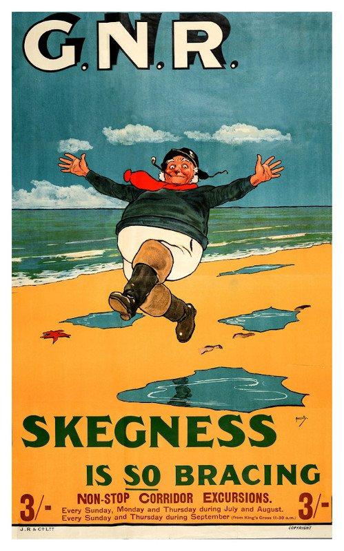 """Quello a destra della prima vignetta in alto è basato sul famoso poster del 1908 """"Skegness is so Bracing"""" (Skegness è così controvento, traduzione) di John Hassall."""
