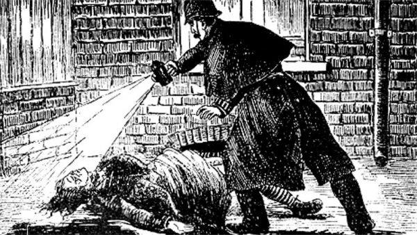 Il quadretto è un riferimento all'immagine tratta da l' Illustrated Police News (circa il 1888) della scoperta della vittima dello Squartatore, Elizabeth Stride.