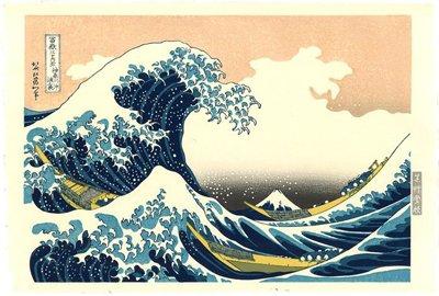 """Ho immaginato che molte persone riconosceranno il quadro incorniciato in alto a destra che rappresenta """"La Grande Onda di Kanagawa"""" di Hokusai (1760-1849), uno dei più famosi pezzi d'arte giapponese del mondo."""