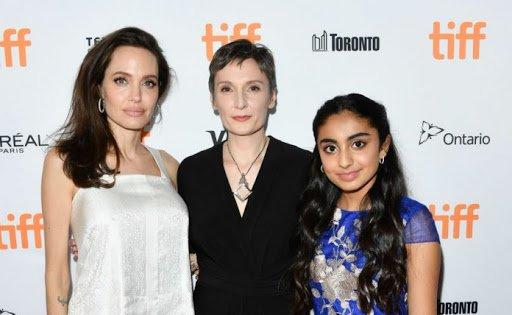 foto con Angelina Jolie e la regista Nora Twomey