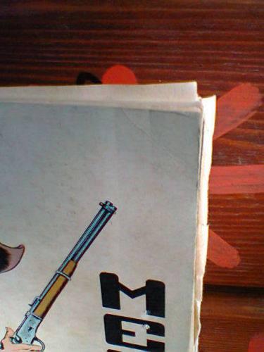 Taglio dei fogli, che risultano irregolari e obliqui come nel Tex 64