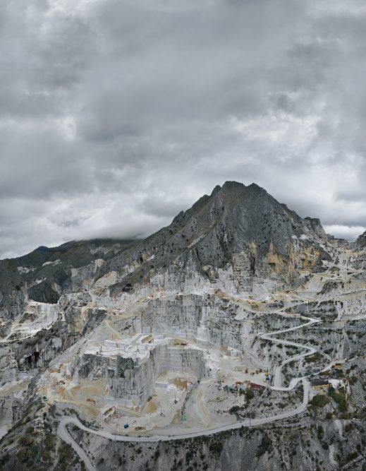poster-car-36high_CMYK-519x667 - Burtynsky.  immagine-tratta-dal-libro Antropocene