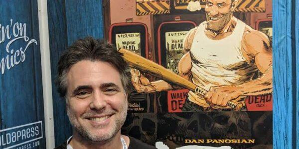 foto di Dan Panosian e sullo sfondo il protagonista del volume SLOTS
